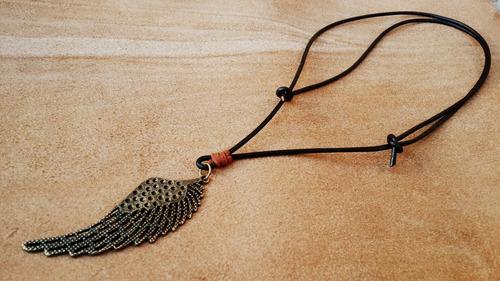 colar cordão de couro asa