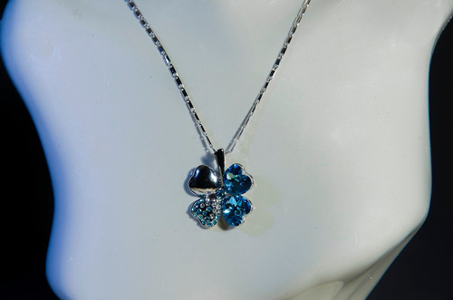 colar corrente pingente trevo cristal azul