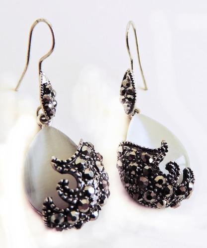 colar e brincos gota de opaline com metais prata escurecida