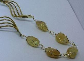 colar em capim dourado com pedra brasileira