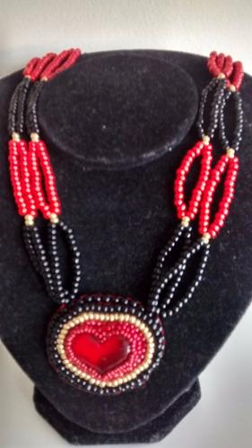 colar feminino  coraçäo artesanal