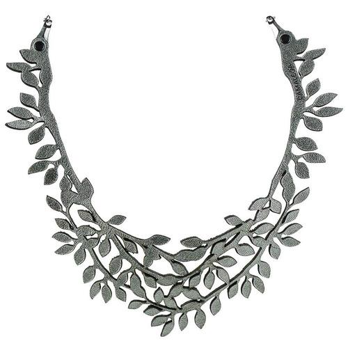 colar folhinhas - cinza