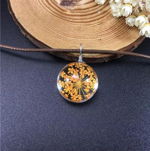 colar gargantilha pingente em vidro com flores secas  boho
