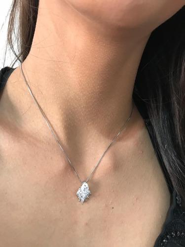 colar gota na cor prata com zirconias banhado a prata.