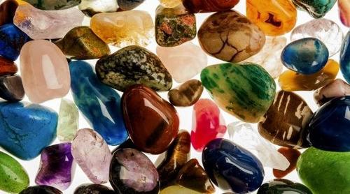colar hippie, castroado com pedras variadas, pronta entrega