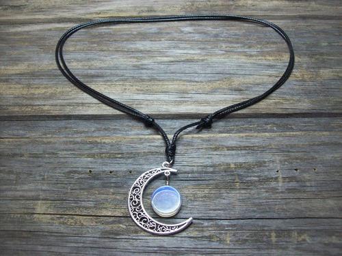 colar hippie lua crescente botão opalina pedra da lua