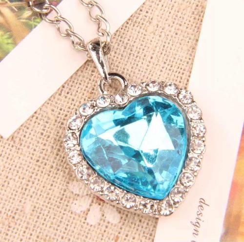 colar lindo de coração azul