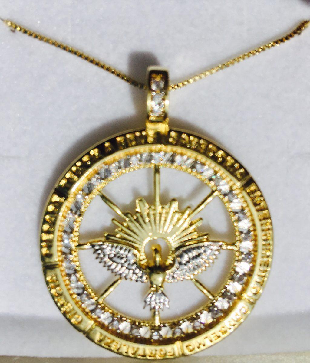 colar medalha espirito santo banho ouro e zirconia aprx 4cm. Carregando  zoom. 295d88c6b2