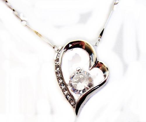 colar pingente coração banhado a ouro branco com zircônia