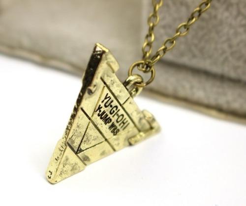 colar piramide yu-gi-oh enigma do milênio yugi deck promoção