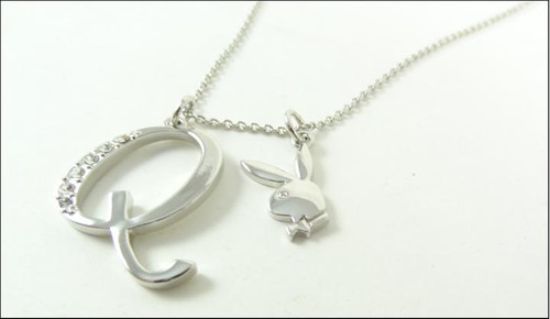 colar playboy letra q platina 18k cristal swarvoski original