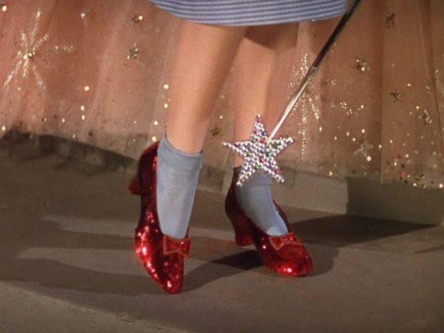 890c002eb Colar Sapato De Dorothy / Mágico De Oz - R$ 27,00 em Mercado Livre