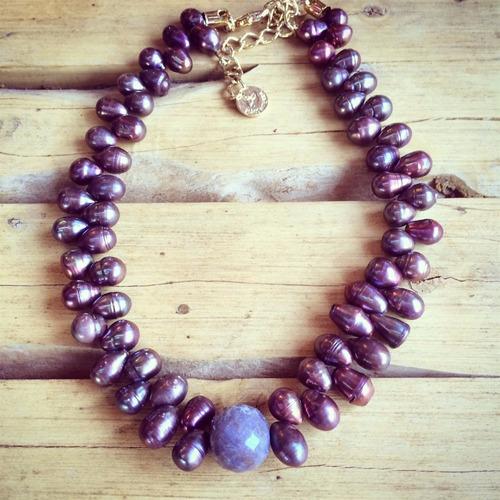colares brincos e pulseiras com pedras naturais