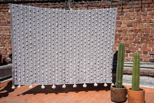 colcha artesanal de lana - matrimonial gris palomita blanca