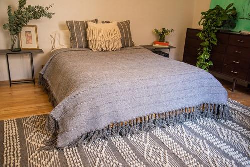 colcha artesanal de lana - matrimonial gris raya gris