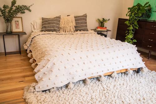 colcha artesanal de lana - queen 230x230 bolita blanca
