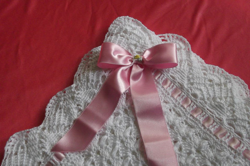 colchita  algodon mercerizado tejida a crochet para bebe.