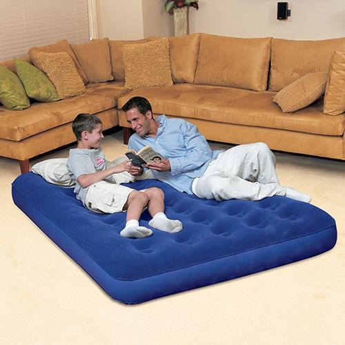 colchão inflável casal bw + bomba manual + 02 travesseiros