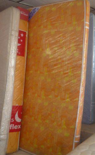 colchoneta en espuma rosada y naranja de 12cms