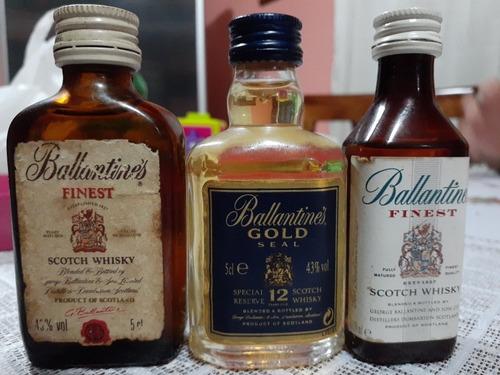 colección de botellitas de licor en miniatura