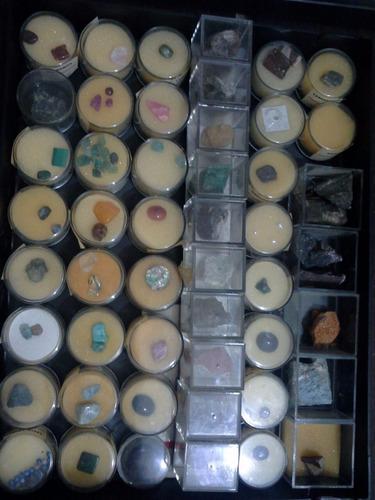 colección de piedras y minerales por caja