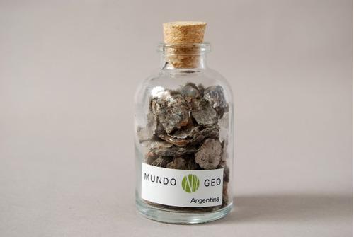 colección en vidrio botella con moscovita