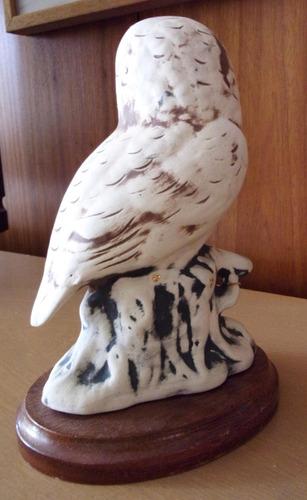 coleccionista buho de ceramica con base de madera 21 cms