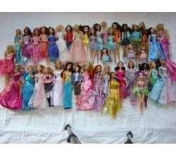coleção 40 barbies + 11 bratz + 04 moranguinhos + 07 winks
