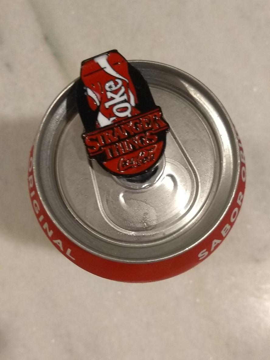 comment commander artisanat exquis bons plans sur la mode Coleção Broches Stranger Things + Lata Coca-cola Domino's