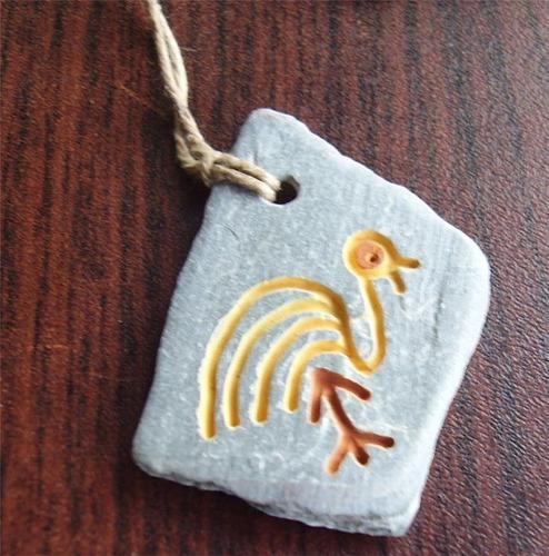 colgante artesano etnico raro hecho en piedra raro
