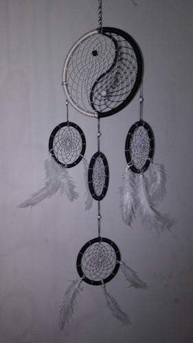 colgante yin yang con atrapasueños