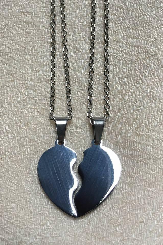 89f7c4f3a056 colgantes acero corazon grabados 2 nombres regalo novios. Cargando zoom.