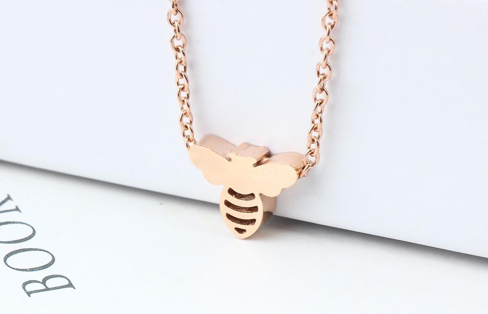 6c4fc2a26444 Collar Acero Inoxidable Con Dije De Abeja Oro Rosa Joyeria ...