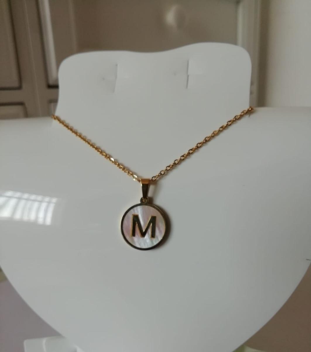 2005f747e8a0 collar con dije letra inicial acero inoxidable y madre perla · collar acero  perla. Cargando zoom.