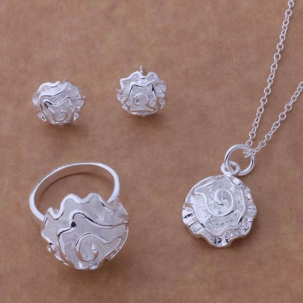 Collar de plata flores