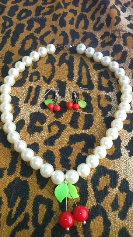 8260e2516e67 Collar + Aros Cerezas Pin Up Perlas Rojas (rockabilly) -   400