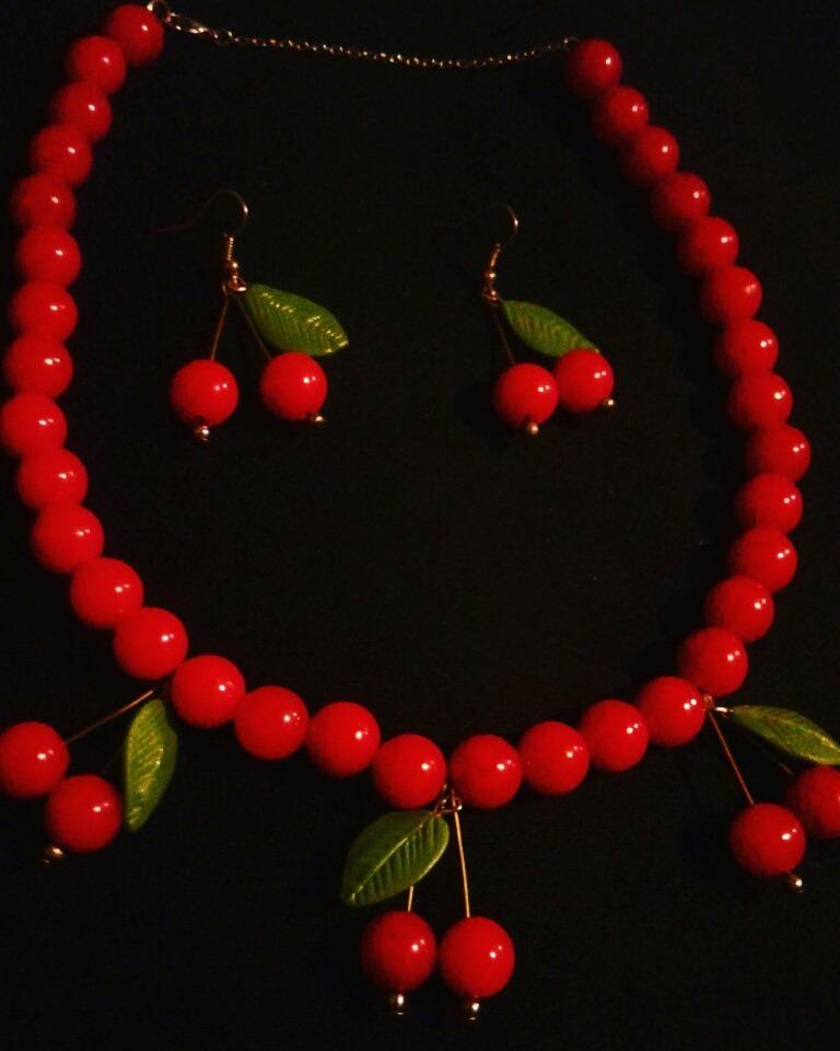 75c25cfb19b4 collar + aros cerezas pin up perlas rojas (rockabilly). Cargando zoom.
