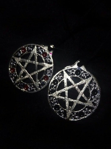 collar baphomet y pentagrama satánico.