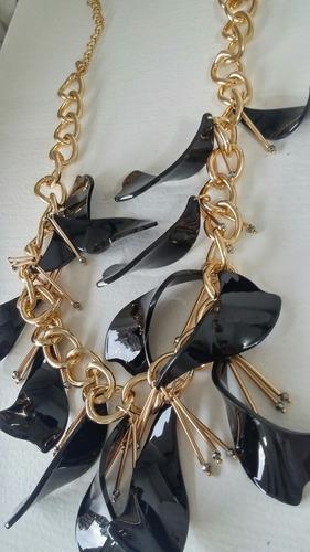 collar cadena dorado petalos negros top shop diseno new york