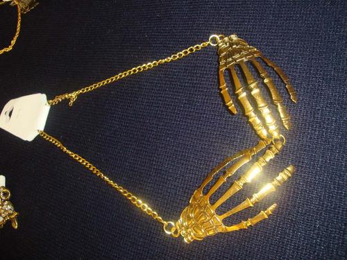 collar cadena vintaje  manos de huesos color cobre  grandes