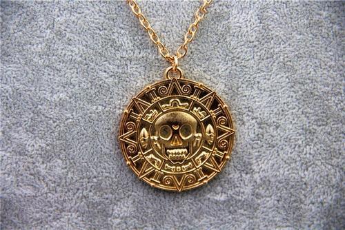 collar con dije piratas del caribe oro azteca