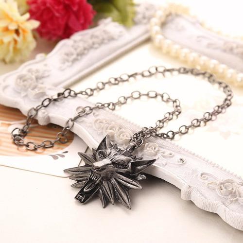 collar con dije the witcher 3 medallon
