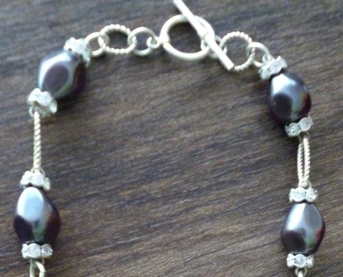 collar corto perlas grises y cristales