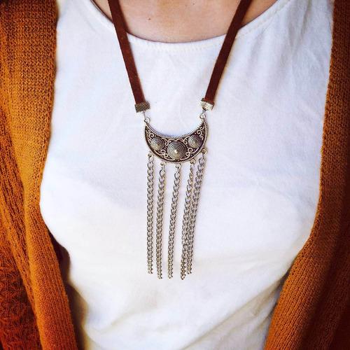 collar cuero con colgantes y cadena
