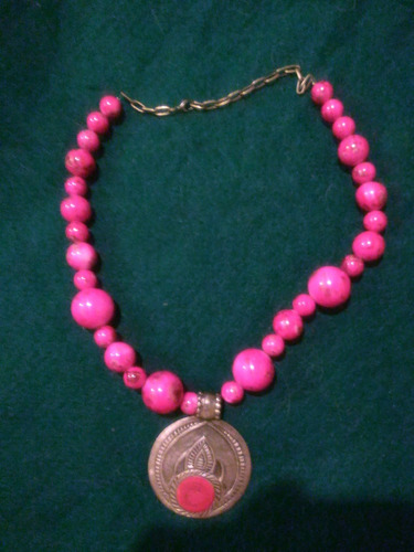collar dama color fucsia