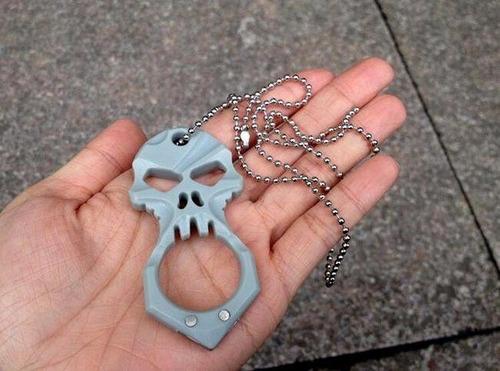 collar de calavera autodefensa rompe vidrios edc anillo