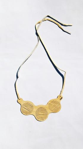 collar de cuero 100% natural diseño mariela calvé