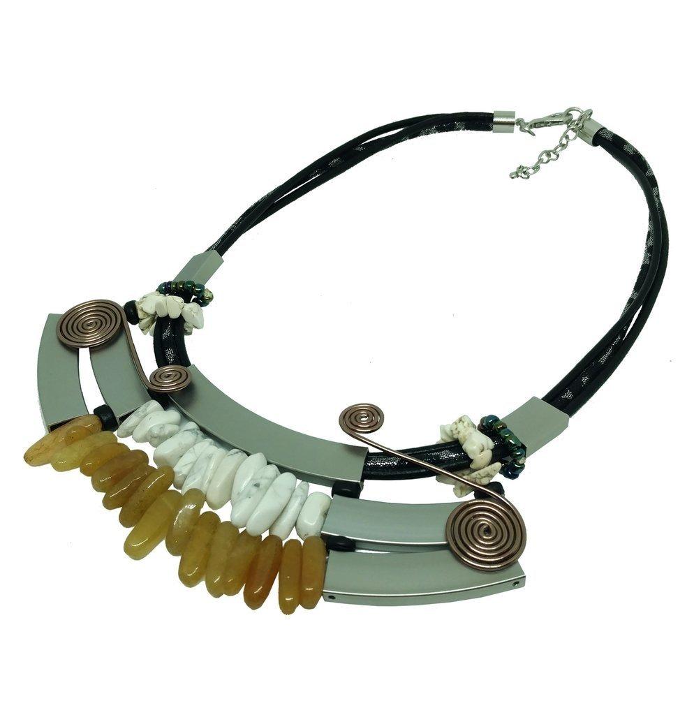 c1d0eea7a0df Collar De Diseño Con Cordón, Metal Y Piedras Picadas Blancas