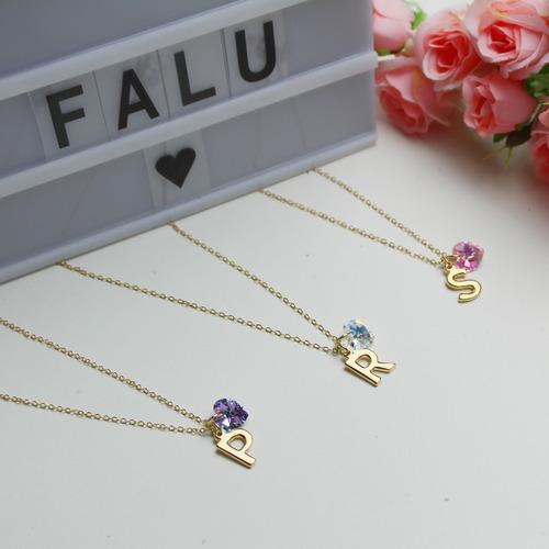 collar de letra inicial con cristal corazón swarovski oro