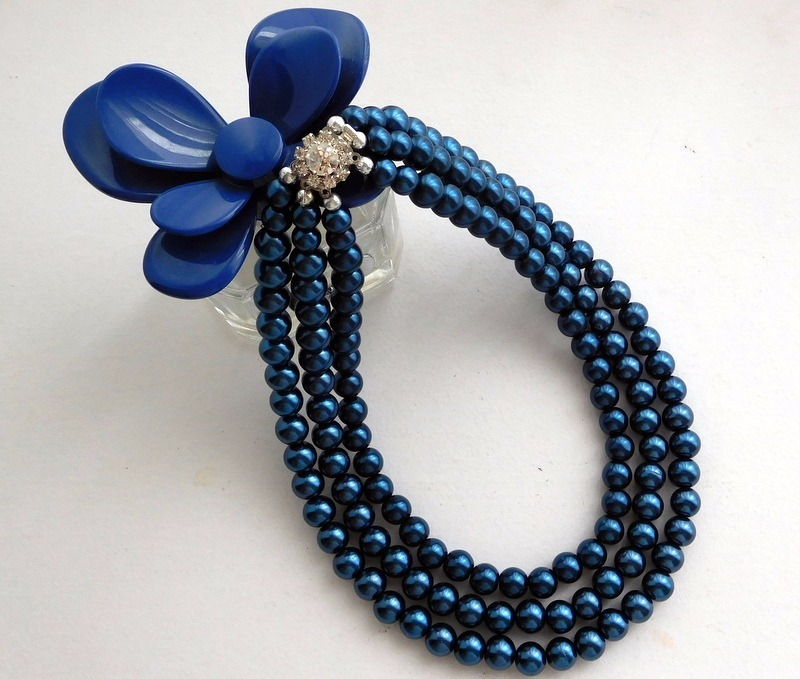 95613af7131f collar de perlas color azul petroleo tres vueltas. Cargando zoom.